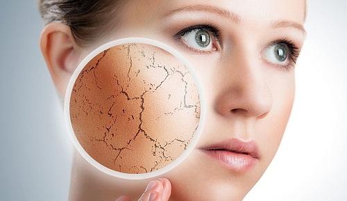 Jak skutecznie nawilżyć i zregenerować skórę twarzy?
